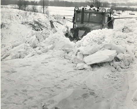 http://www.badgoat.net/Old Snow Plow Equipment/Trucks/Oshkosh Plow Trucks/Oshkosh Trucks/GW471H373-5.jpg